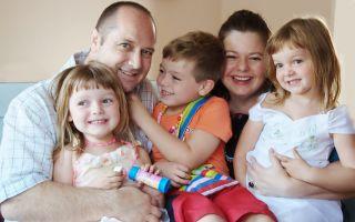 Причины и процедура увольнения многодетного отца