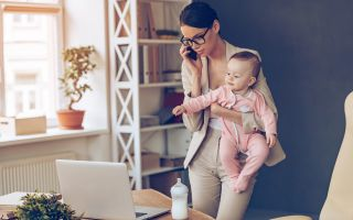 Причины и порядок увольнения матери одиночки