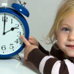 Ответчик просит суд установить часы общения с дочерью