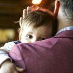После лишения матери родительских прав ребенок остается с отцом