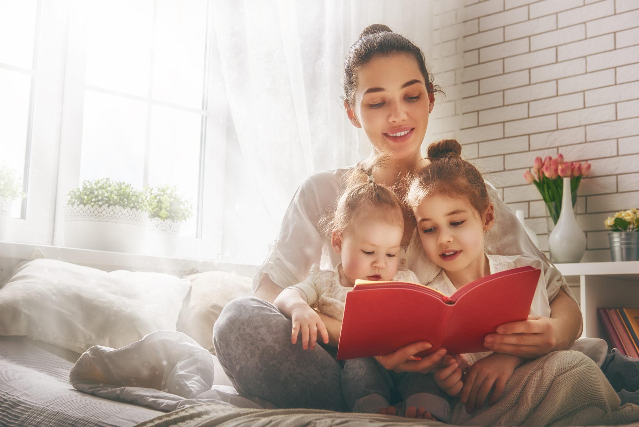 Мать-одиночка с двумя детьми
