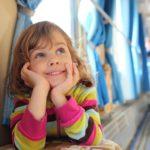Посадка ребенка в поезд